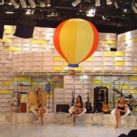 Name: DSC01870.jpg Views: 322 Size: 66.9 KB Description: Babes...babes... and Baloon...