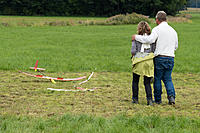 Name: 20190907-_DSC2369.jpg Views: 66 Size: 1.22 MB Description: ... and assists her for landing.