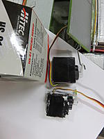 Name: Bomb Bay Servos 2015-02-16 001.jpg Views: 56 Size: 305.0 KB Description: HS 81 is much bigger then the servos I had in before as you can see.