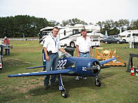 Name: IMG_1693.jpg Views: 48 Size: 302.8 KB Description: AVP Kris Dixon and field ownwer BL Prosser with a gigantic Bearcat