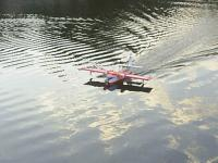 Name: alex_navegando_140.jpg Views: 391 Size: 54.5 KB Description: Handle in the water is easy due to the water rudder
