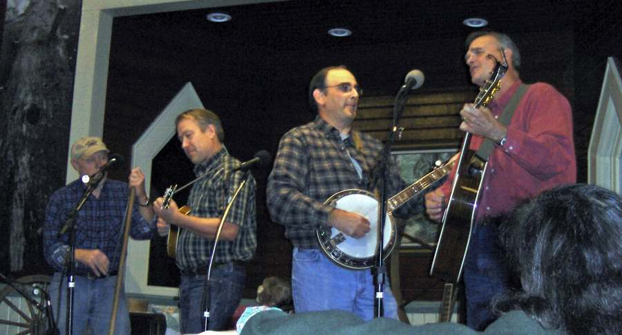 Name: OPEN MIKE NIGHT OCT, 2006 003 small.jpg Views: 882 Size: 50.5 KB Description: Fern Prairie String Band