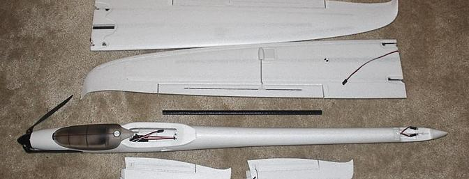 Here are the main foam parts and the square carbon fiber wing joining rod.