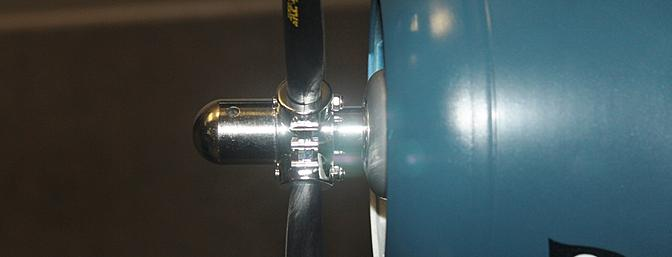 The propeller was secured with the scale spinner mounting hub that screwed into place and was securely tightened.