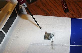 The inner lower larger screw is tighten now to hold the wing panel onto the wing rod.
