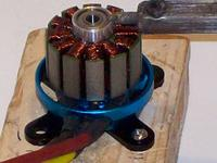 Name: 100_0094.jpg Views: 901 Size: 68.9 KB Description: Segundo metodo. Para el atlas motor. Se monta el motor en una tabla y se calienta el l estator.