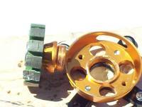 Name: 100_0227.jpg Views: 683 Size: 57.5 KB Description: Tercer Metodo. Los motores KD son un lio. por lo menos los dorados, traen una cuerda en el Tubo de baleros y se atornilla sobre la base. si se daña no hay forma de sostener el motor de la manera tradicional. Mas notas en el post no. xxx