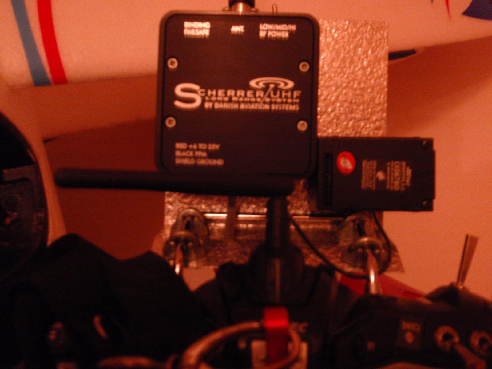 Name: Aurora_9_and_UHF_Sherrer.jpg Views: 202 Size: 167.7 KB Description: This installation allows change the module for the original 2,4Ghz Hitec model. I can use it now with my ols RC planne too