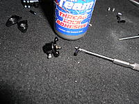 Name: DSCN0995.jpg Views: 81 Size: 305.9 KB Description: You can use a tiny bit of thread lock and install the linkage to the steering slider hub as shown in the next picture.