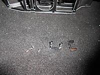 Name: DSCN1155.jpg Views: 76 Size: 300.0 KB Description: Battery brace and servo bracket and the screws to install.
