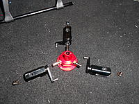 Name: DSCN1371.jpg Views: 92 Size: 299.9 KB Description: Now you can attach the 3 blade grips.