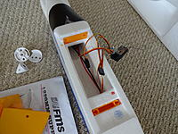 Name: DSC00962.jpg Views: 155 Size: 783.0 KB Description: The wing mount and Rx.