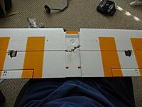 Name: DSC00996.jpg Views: 117 Size: 621.8 KB Description: Wing center section showing aileron servos.