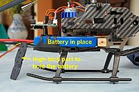 Name: f45-02.jpg Views: 339 Size: 176.9 KB Description: Battery in place and retainer made with the 3 plastic pieces that maintain the heli in his box