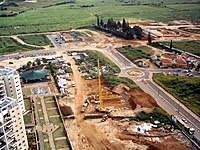 Name: IMG_0033.jpg Views: 95 Size: 141.0 KB Description: Small crane is taking patrs for asembeling BIG BIG Crane