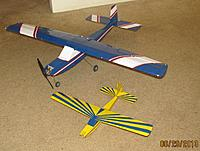 """Name: IMG_4424.jpg Views: 71 Size: 273.6 KB Description: Here's the 1/2 sized UM plane next to the """"full sized"""" big brother DD."""