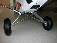 Name: 100_5237.JPG Views: 125 Size: 491.1 KB Description: The original landing gear kept in place by just four nylon M5 nuts without any threadlock or other retaining system.