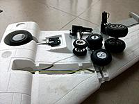 Name: gear 737_11.jpg Views: 132 Size: 150.2 KB Description: Dry fitting of the modified gear, the kit provided wheels look like toys