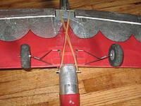 Name: quicksilver 012.jpg Views: 452 Size: 132.4 KB Description: Landing gear. Hooks at front, two screws at back.