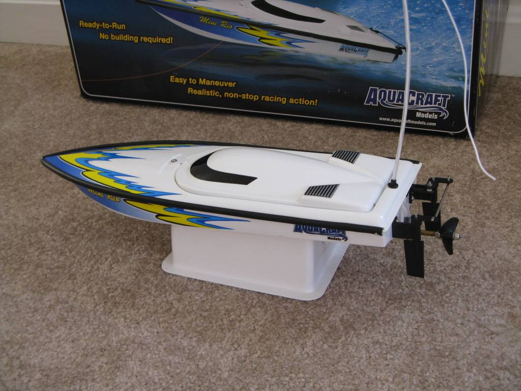 Name: Quarter.jpg Views: 801 Size: 99.8 KB Description: The Mini Rio on the included boat stand comes completely assembled.