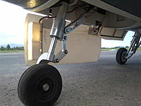 Name: Freewing 90mm F-16 Prototype Nose strut.jpg