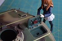 Name: HL King Tiger Build 035.jpg Views: 125 Size: 478.1 KB Description: Saori looks over the hatch detail, now is can be locked and opened from inside