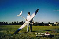 Name: Chris Kaiser Mantis 1994 SoarChamps.jpg Views: 72 Size: 117.0 KB Description: Chris with Mantis MkII 2x piece wing