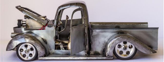 The hinged hood and doors are nice touches to the '41 to reveal the details on the chassis.