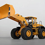 RC4WD 1/14-scale Earth Mover 870K wheel loader.