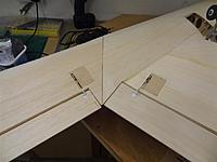 Name: DSC01304.jpg Views: 221 Size: 76.4 KB Description: Starboard side elevons & servos hooked up.