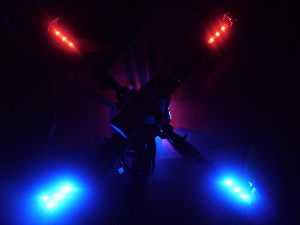 Name: quadcopter14.jpg Views: 157 Size: 113.3 KB Description: Test der LEDs im Dunkeln.