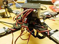 Name: quadcopter11.jpg Views: 61 Size: 234.7 KB Description: Die Rückseite. Mangels Summensignalempfänger sind es eine ganze Menge Strippen.