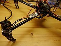 Name: quadcopter3.jpg Views: 44 Size: 175.7 KB Description: ein Arm im Detail. Auf dem Regler steht der Anschluss (D9) und die Drehrichtung. Allerdings noch die falsche.