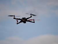 Name: quadcopter15.jpg Views: 139 Size: 98.4 KB Description: Der zweite Quadrocopter im Flug. Hat einen 20cm Alu-Vierkantrohr-Rahmen von Flyduino