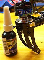 Name: Motor_Madenschrauben.jpg Views: 196 Size: 121.0 KB Description: Motor mit Fixierlack. Die Madenschraube ist etwas oberhalb der Bildmitte.
