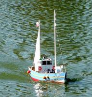 Name: underway1s.jpg Views: 1206 Size: 92.8 KB Description: Fully ballasted, and geared down 3:1, the boat can stil go too fast, and push up  a sizable bow wave while doing so.