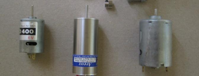 """Here stands the Aveox 27/39/2 between an S400 and generic """"05/540""""; the adapter plate and SuperBox are above."""