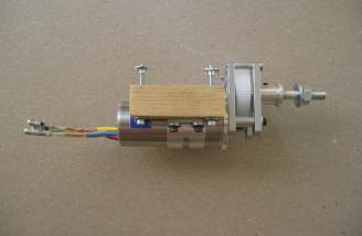 An S400 clam shell clamp and some hardwood blocks were used...
