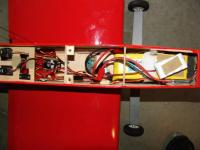 Name: inside1.jpg Views: 382 Size: 33.1 KB Description: Photo 5 - The receiver pack is shown in its flight position in this photo.