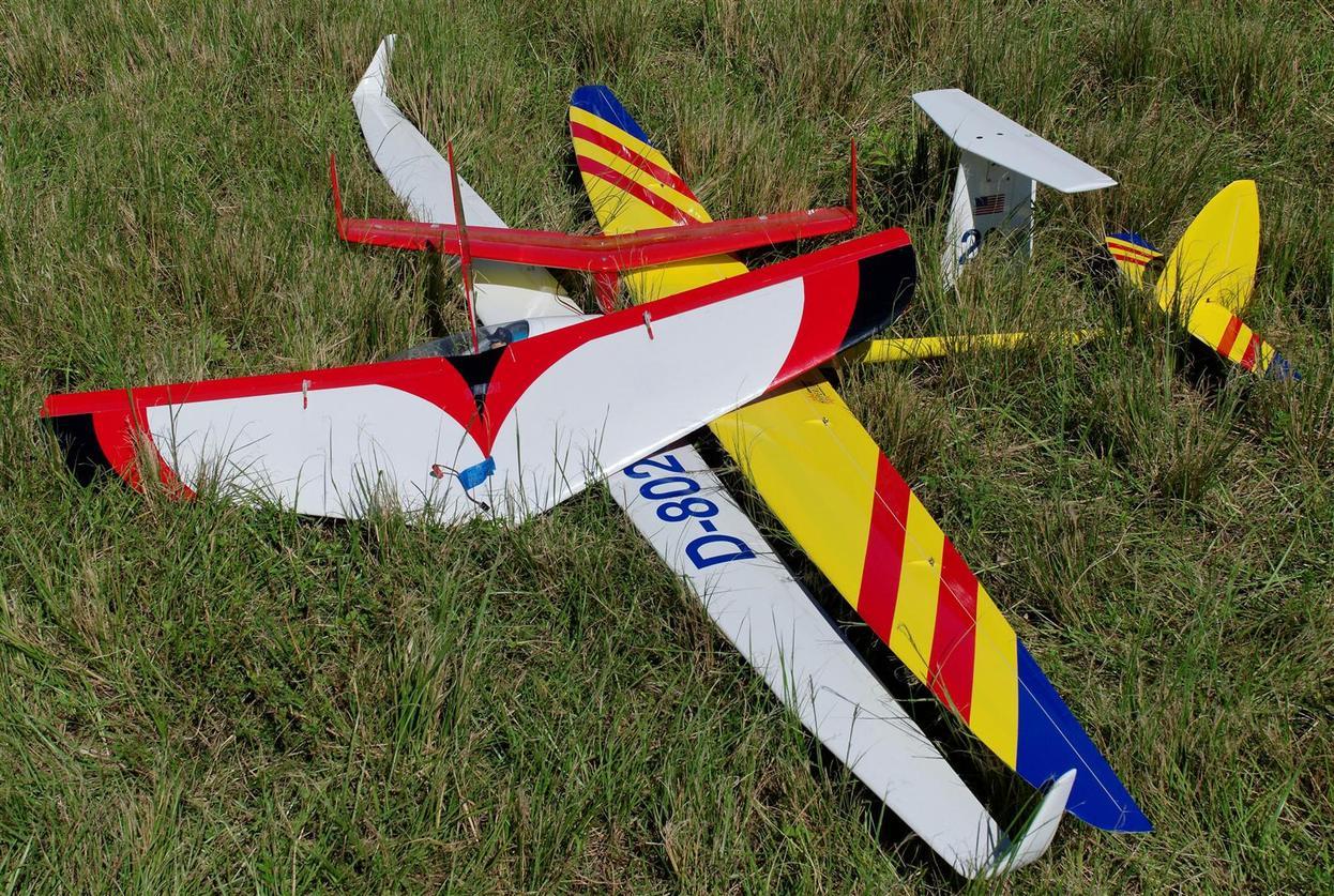 """Name: DSC_4379_DxO (Large).jpg Views: 48 Size: 313.7 KB Description: DJ's """"pile"""" of planes."""
