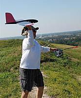 Name: DSC_4592 (Large).jpg Views: 72 Size: 188.0 KB Description: Ben sends his Moth 60 up.