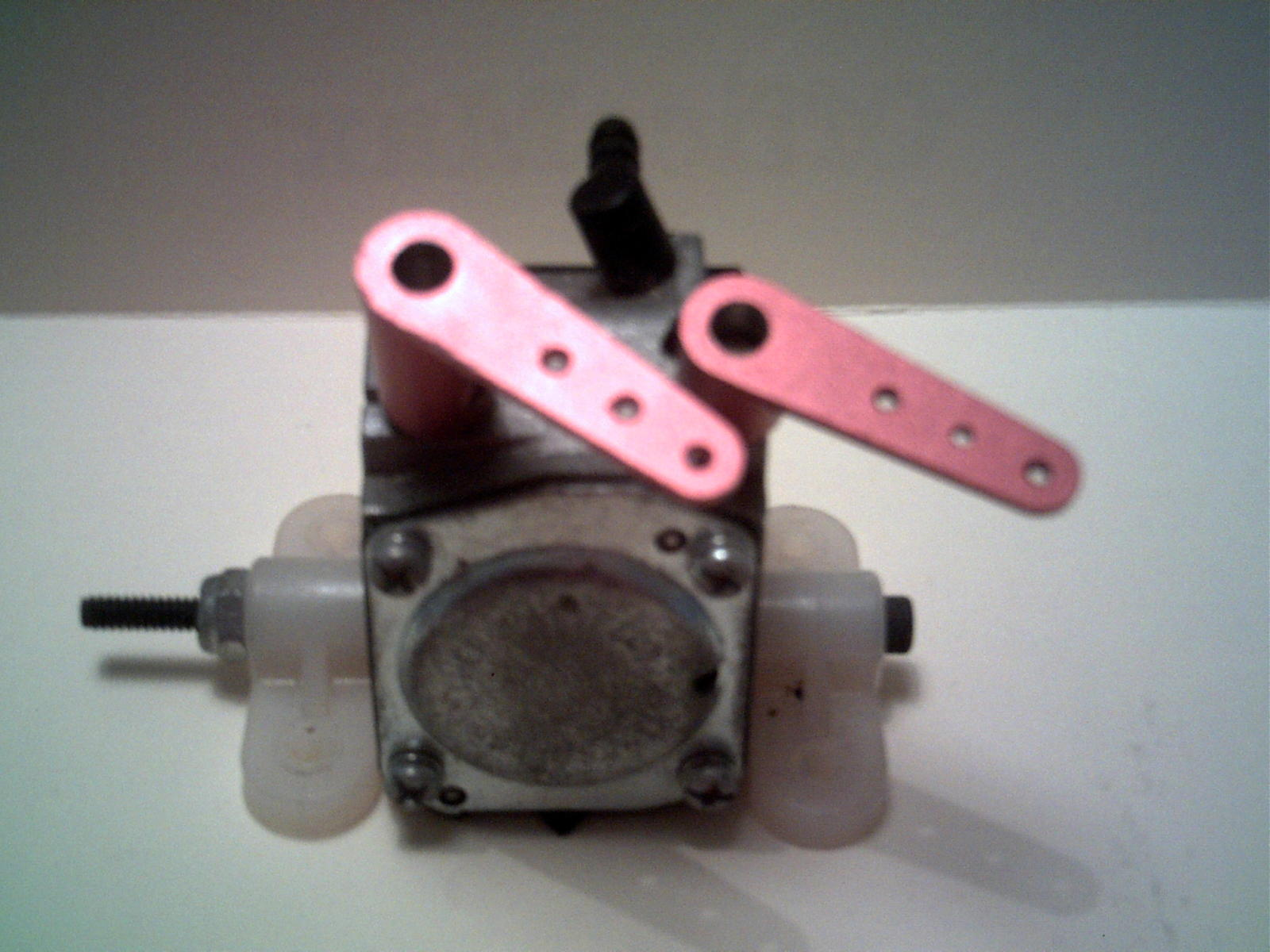 Name: DSCF01811.jpg Views: 30 Size: 165.3 KB Description: Two arms installed on a Walbro Carb with not drilling required!!!