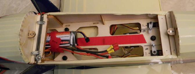 The battery hatch. At the rear are rudder and elevator servos, inserted from the other side of the hatch base and easy to reach for adjustments.