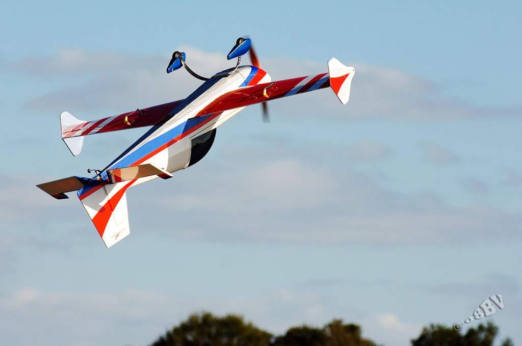 Name: Extra 300 SHP @ Tangerine Fly-in 1.jpg Views: 742 Size: 41.8 KB Description: Blake doing inverted harrier @ Tangerine Airfest 2008