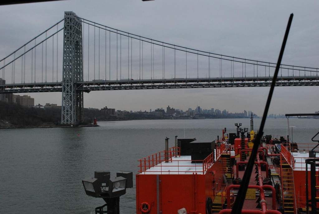 Name: DSC_0002.jpg Views: 312 Size: 67.6 KB Description: Now we're south bound appoaching the George Washington Bridge