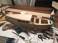 The hull after adding the roof and the front windowframe. For a smooth finish and clean contours some spackle was applied and sanded.