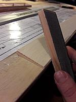 Name: 20190312_173855.jpg Views: 12 Size: 142.3 KB Description: The sheet needs an angle to fit perfect to the leading edge, tried to cut it, but didnt get a straight edge. Sanded it with the help of my table.