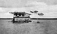Name: Samuel_Pierpont_Langley_-_Potomac_experiment_1903.jpeg Views: 83 Size: 91.0 KB Description: Splash !!!