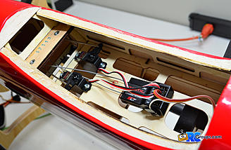 Servos mounted on the tray and receiver getting connected.