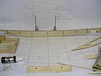 Name: DSCN4412.jpg Views: 179 Size: 145.6 KB Description: Main spar glued to lower spar cap.